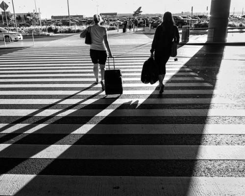 traveling-businesswomen